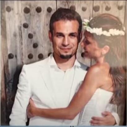 Βανδή - Νικολαΐδης: Δείτε για πρώτη φορά φωτογραφίες από τον γάμο τους - Το λευκό κοστούμι και το πριγκιπικό νυφικό [Εικόνες]