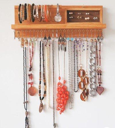 Οργανωτής κοσμημάτων στον τοίχο