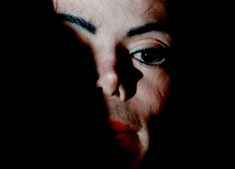 «Όλοι ήθελαν να γνωρίσουν τον Μάικλ, όλοι ήθελαν να είναι με τον Μάικλ», δηλώνει ο Τζέιμς Σέιφτσεκ. «Ήταν ένας Θεός επί της Γης ο οποίος όταν σε συμπαθούσε γινόσουν αμέσως το λάφυρό του».