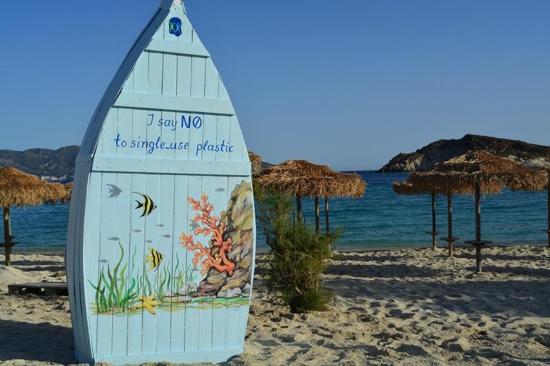 Βάρκες βιβλιοθήκες στις παραλίες της Κιμώλου