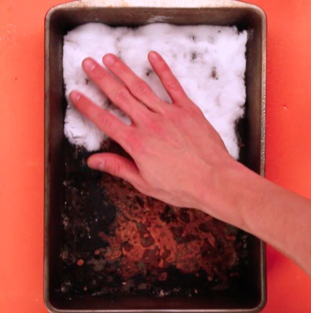 Καθαρισμός ταψιού