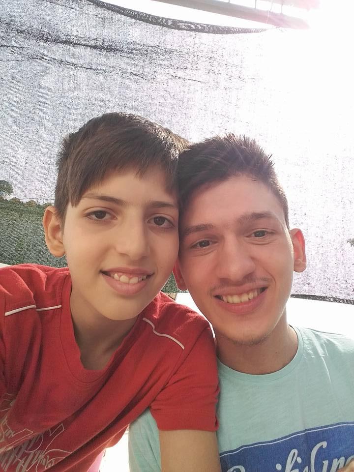 Βγαίνω με τον αδελφό μου φίλο