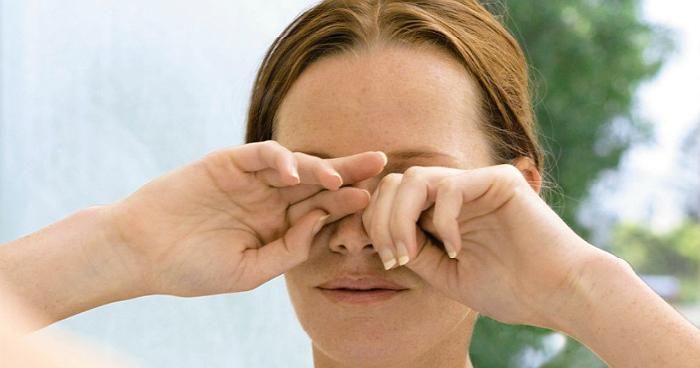 Τρίψιμο ματιών