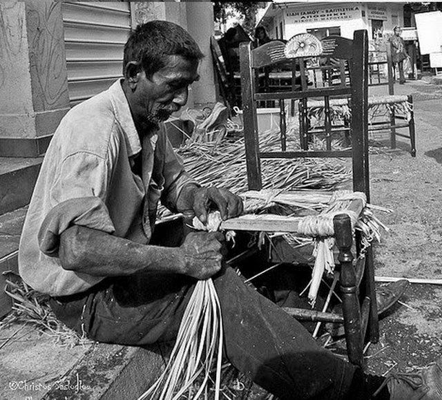 Γαλατάς, λούστρος, λατερνατζής και άλλα 22 ελληνικά παραδοσιακά επαγγέλματα που χάθηκαν με τα χρόνια - Trikala Day