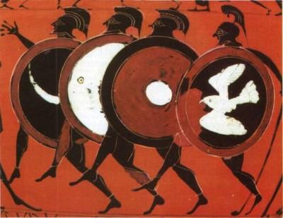 Παράσταση του αγωνίσματος του οπλίτη δρόμου. Ουσιαστικά τέτοιου είδους αγωνίσματα αποτελούσαν πολεμικές ασκήσεις. Παράσταση αμφορέα του 5ου αιώνα π.Χ. (Μόναχο, Αρχαιολογικό Μουσείο).