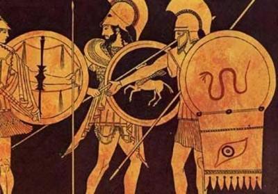 Αρχαίοι Έλληνες οπλίτες. Η πανοπλία, βάρους 32-34 κιλών, θα αποτελούσε μεγάλο πρόβλημα για την πορεία των Μαραθωνομάχων.