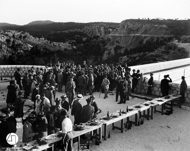 Τα εγκαίνια του Φράγματος του Μαραθώνα. Στο κέντρο απεικονίζεται ο πρωθυπουργός Ελευθέριος Βενιζέλος, 1929 ΙΣΤΟΡΙΚΟ ΑΡΧΕΙΟ ΕΥΔΑΠ
