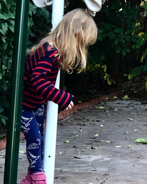 Ειρήνη Τότσικα: η κόρη της Ρούλας Ρέβη και του Αποστόλη Τότσικα, είναι ένα cool ξανθό νήπιο που πάντα ξεχωρίζει.