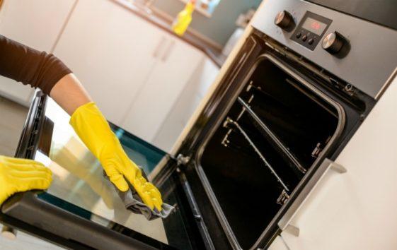 Καθάρισμα φούρνου