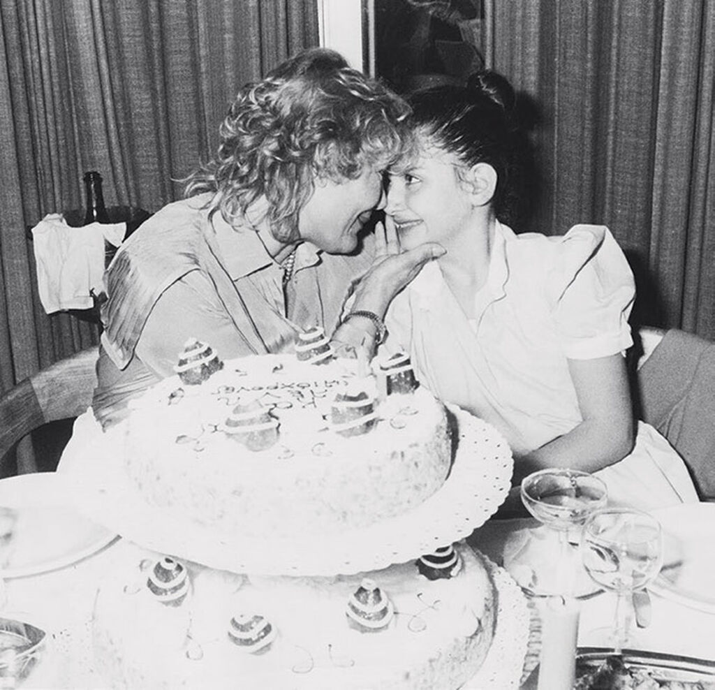 Μαρινέλλα: Η σπάνια φωτογραφία από το παρελθόν με την κόρη της Τζωρτζίνα  και ο λόγος που την μεγάλωσε μόνη της