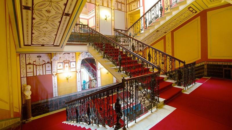 Η εσωτερική σκάλα στο Αχίλλειο
