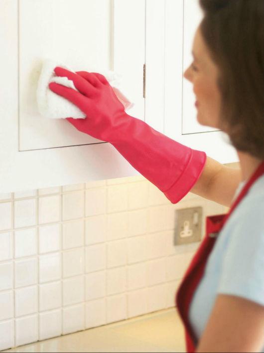 Στεγνώστε καλά τα ντουλάπια της κουζίνας σας!