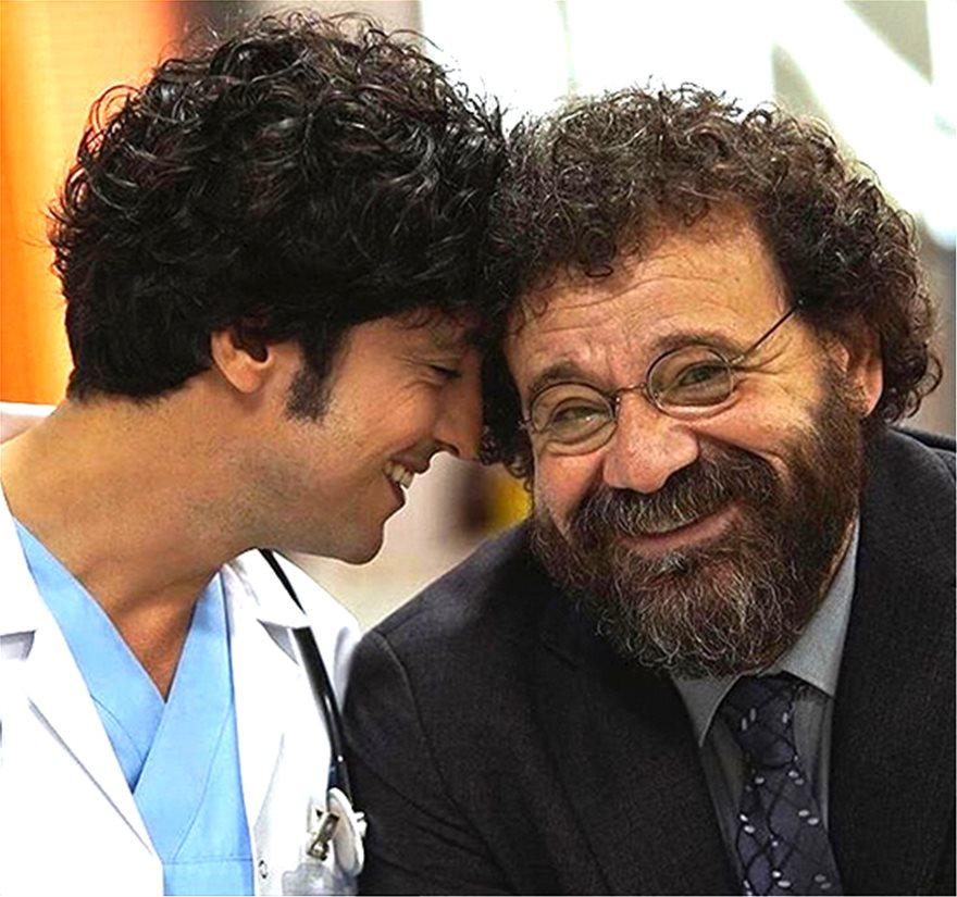 Με τον ηθοποιό Ρεχά Οζτζάν, στα γυρίσματα της σειράς
