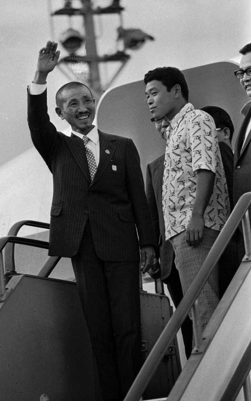 O Χίρου Ονόντα κατά την άφιξή του στο αεροδρόμιο του Τόκιο στις 29 Μαρτίου 1974 / Φωτογραφία αρχείου: ΑΡ