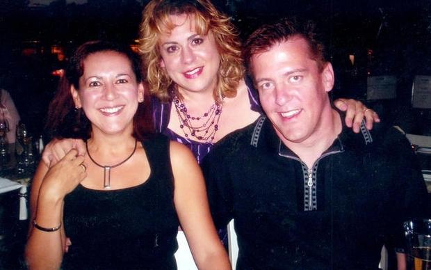 Η γυναίκα του Pardo, Sylvia Ortega, μία φίλη του ζευγαριού και ο μακελάρης σε στιγμές κεφιού και ξενοιασιάς.