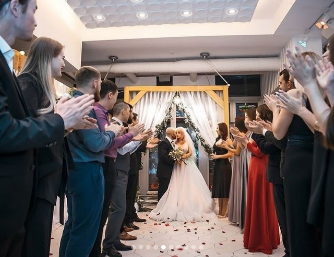 Γάμος 33χρονου άνδρα, με πλαστική κούκλα.