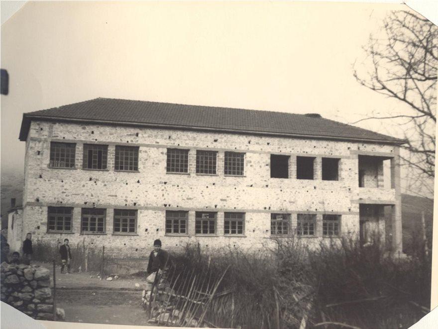 Το κουδούνι χτύπησε για τελευταία φορά ο διευθυντής του δημοτικού σχολείου Δαμασίου.