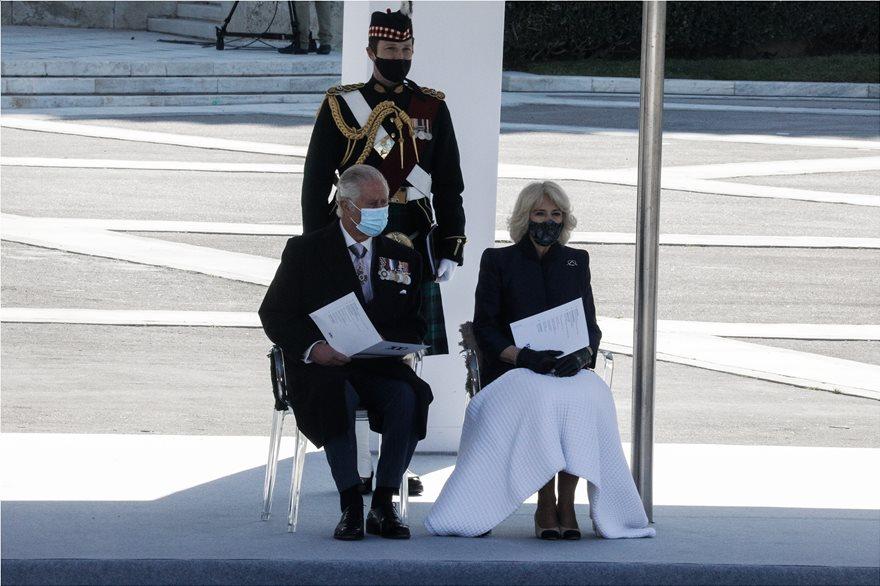 Περιστατικό πρίγκιπα Κάρολου: Συγκινήθηκε όταν κατέθεσε στεφάνι.
