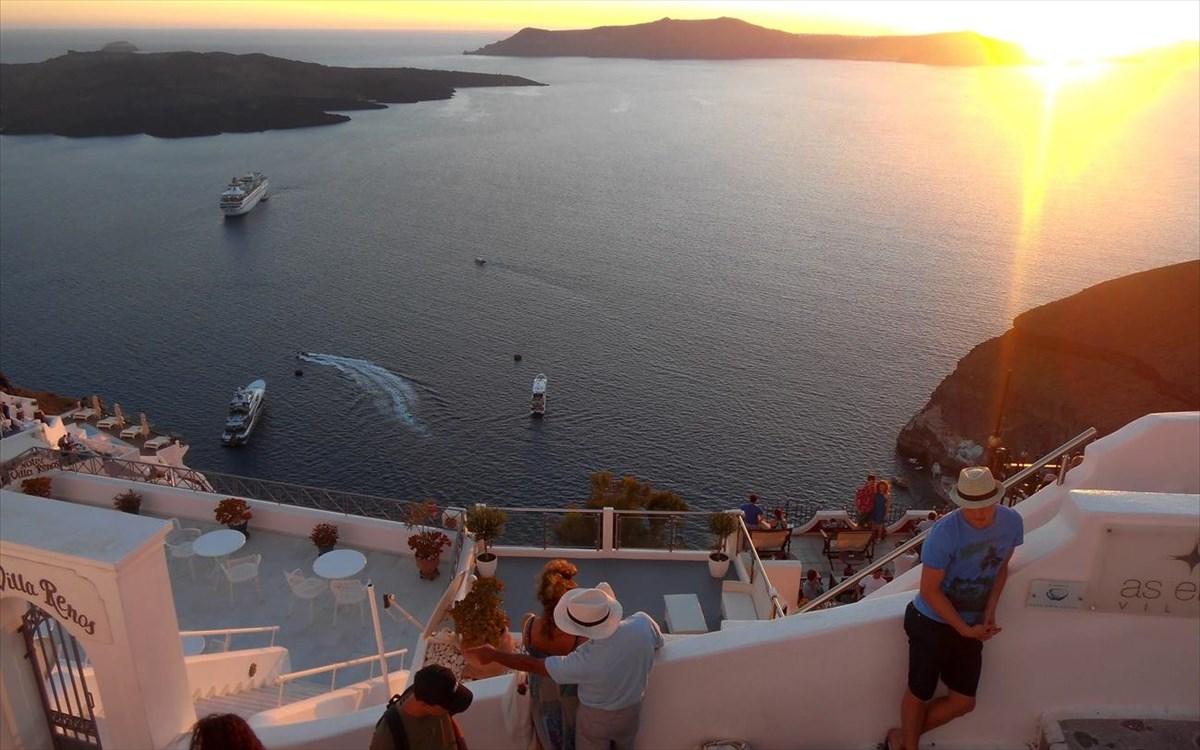 Το μεγάλο στοίχημα της κυβέρνησης για τον τουρισμό, παρά το lockdown.