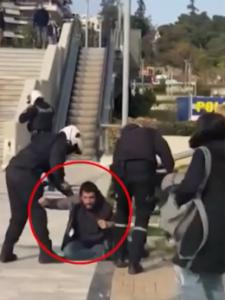 Διαθεσιμότητα αστυνομικού που εμπλέκεται στον ξυλοδαρμό πολίτη στην πλατεία Νέας Σμύρνης.
