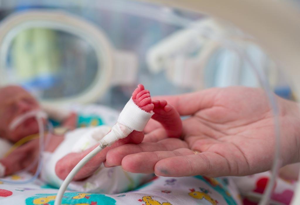 Εγκυμονούσα με κοροναιό γέννησε πρόωρα