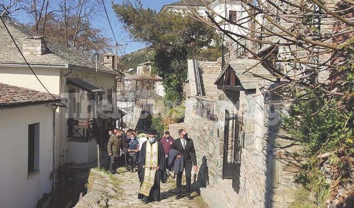 Σπαραγμός στη Μακρινίτσα στην κηδεία των δύο αδερφών