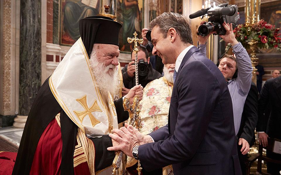 Πάσχα στα χωριά: Τι επιθυμεί η κυβέρνηση και τι η εκκλησία;