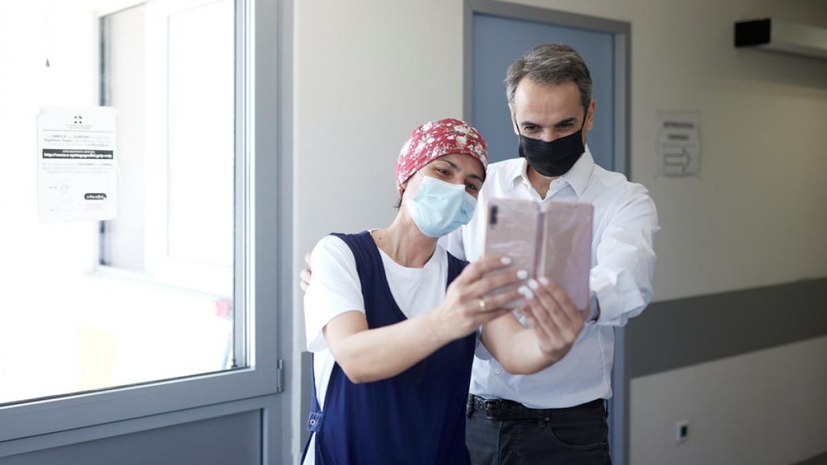 Πρωθυπουργός για στο εμβολιαστικό κέντρο της Ραφήνας