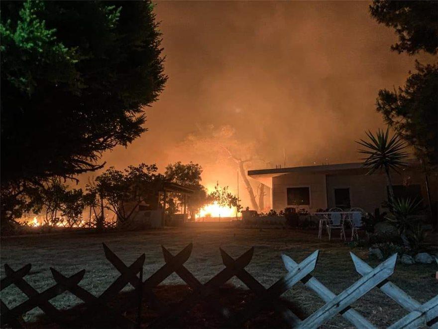 Φωτιά στο Σχίνο Κορινθίας σπίτια