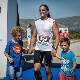 Αθλητής τρίαθλου Κώστα Βαρουχάκης παιδιά