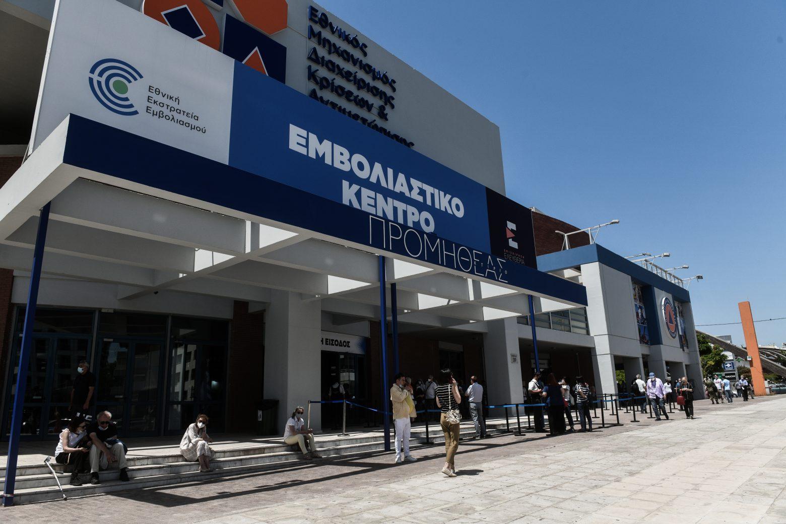 Αποφυγή AstraZeneca: Τι εφευρίσκουν οι Έλληνες για να μη το κάνουν;