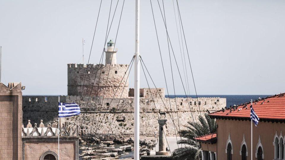 Περιστατικό Ρόδου: 48χρονος κατέβασε την ελληνική σημαία.
