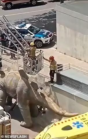 Περίπτωση νεκρού 39χρονου σε πόδι δεινοσαύρου.