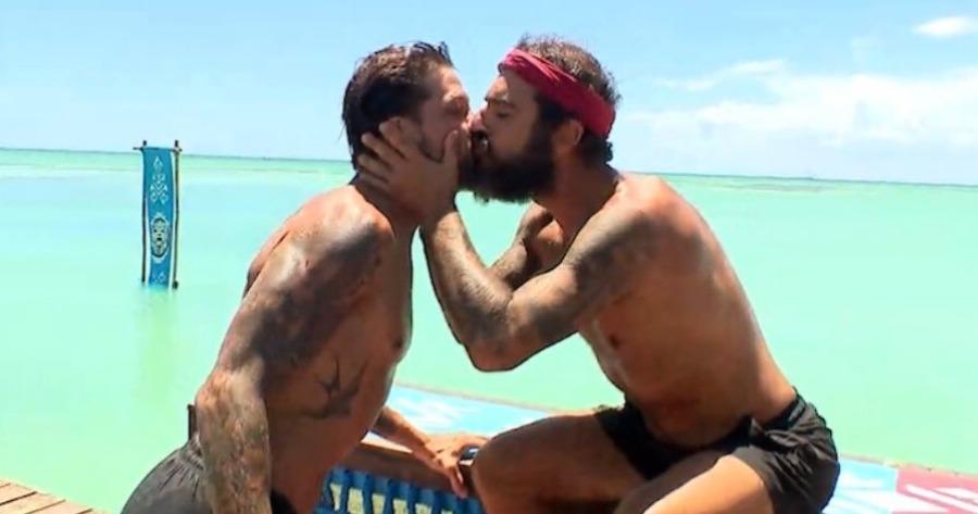 Survivor: Φιλήθηκαν οι Ηλίας Μπογδάνος και Τριαντάφυλλος.