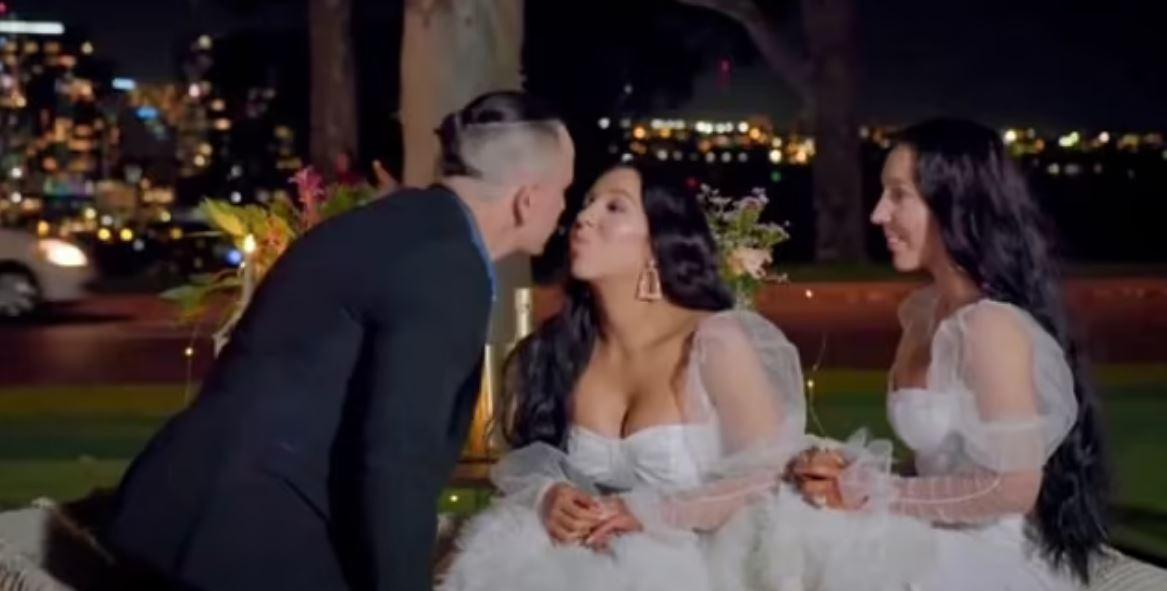 μονοζυγωματικά δίδυμα παντρεύονται τον ίδιο άντρα