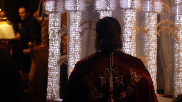 Ιερέας παρακαλούσε 14χρονη να μείνει μαζί του.