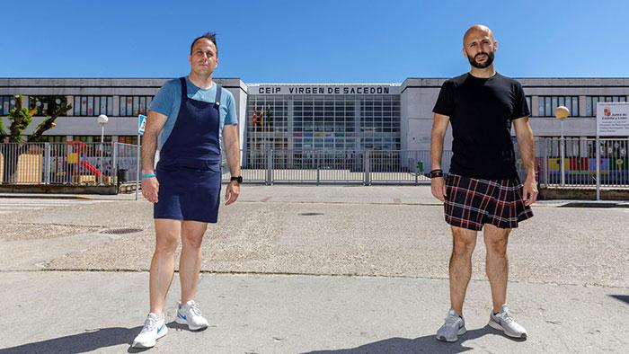 Δάσκαλοι με φούστες στο σχολείο