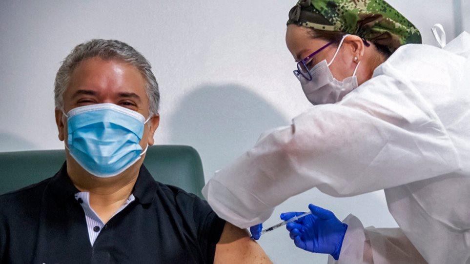 Εμβολιασμένοι: Τα προνόμια της κυβέρνησης γι' αυτούς.