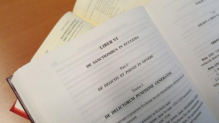 Ο Πάπας Φραγκίσκος μεταρρυθμίζει τους νόμους