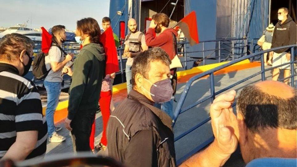 Λιμάνι Πειραιά: Ένταση με συνδικαλιστές.