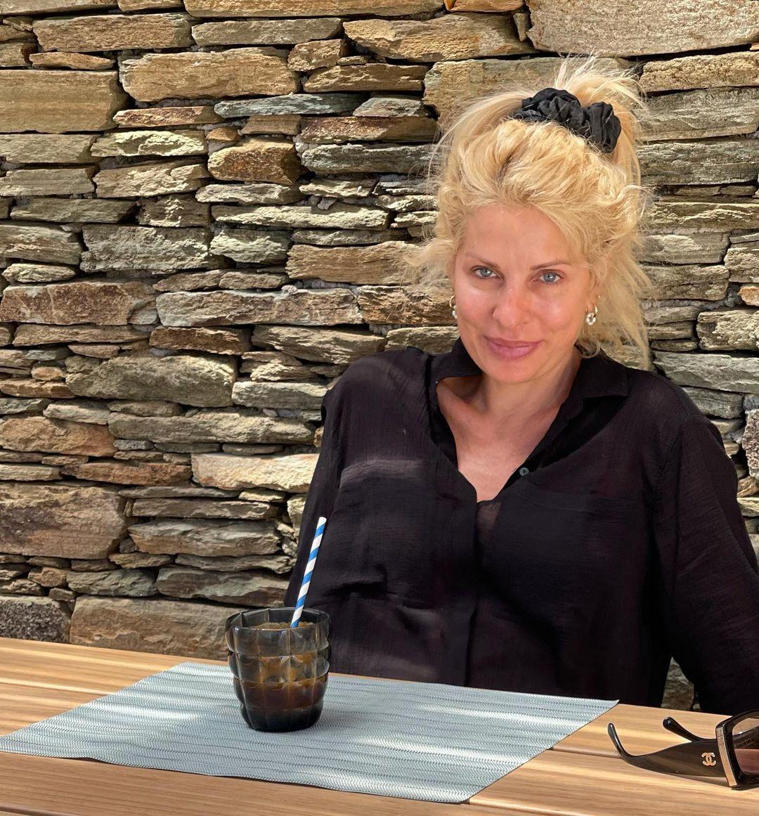 Ελένη Μενεγάκη διακοπές στα Άχλα