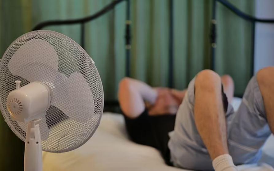 Ύπνος με ανοιχτό ανεμιστήρα
