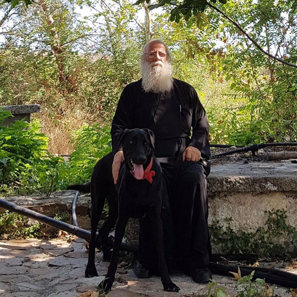 Φιλόζωος ιερέας