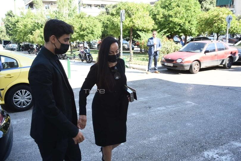 Η Βίκυ Σταμάτη στην κηδεία του Άκη Τσοχατζόπουλου