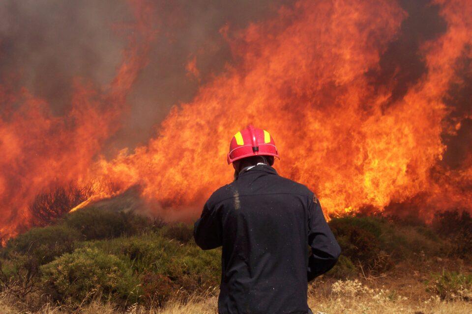 Αρχαία Ολυμπία : Συνεχίζουν να επιχειρούν οι πυροσβεστικές δυνάμεις