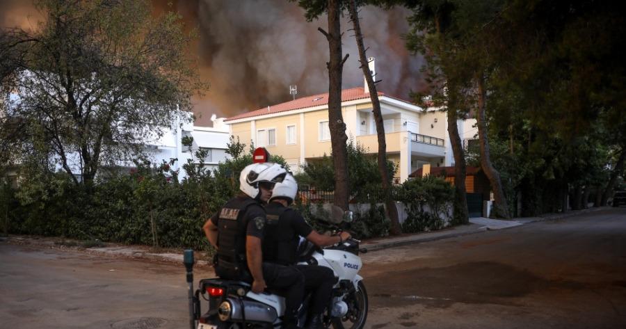 ΕΛΑΣ: Πάνω από 300 απεγκλωβισμοί ατόμων στην πυρκαγιά της Αττικής και άλλοι 12 στην Εύβοια