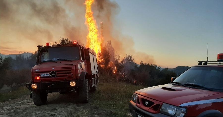 Πυρκαγιά στη Βαρυμπόμπη: Νέα δοκιμασία για το σύστημα ηλεκτροδότησης
