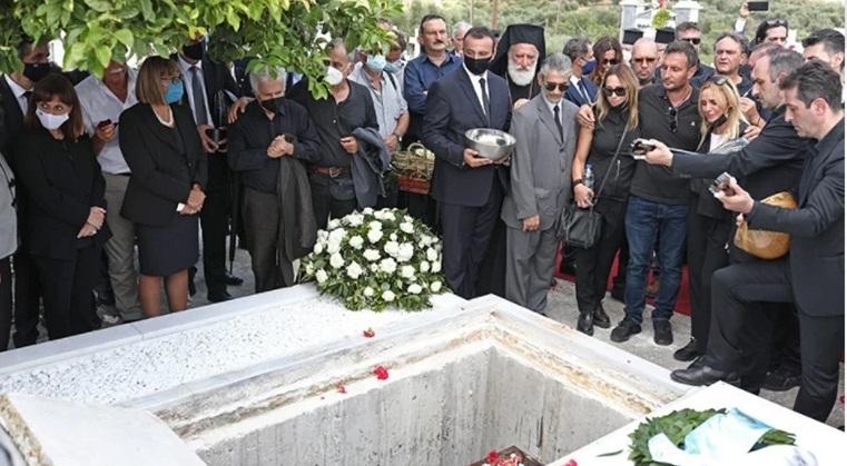 Κηδεία Μίκη Θεοδωράκη σιτάρι