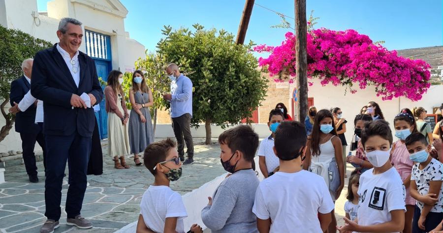 Γιώργος Χατζημάρκος: Βρέθηκε στη Φολέγανδρο για την έναρξη της νέας σχολικής χρονιάς