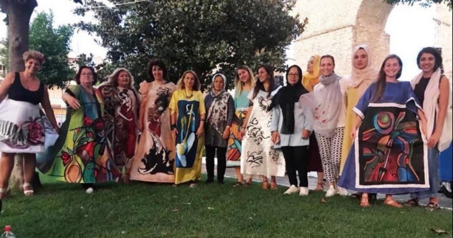 Καβάλα: Οι ζωγραφιές και τα σχέδια προσφύγων αποτέλεσαν έμπνευση για ρούχα υψηλής ραπτικής